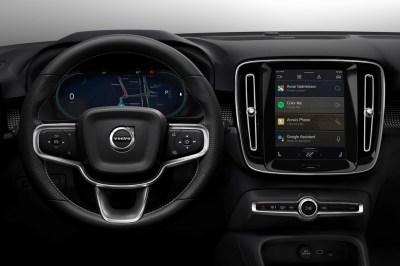 El Volvo XC40 es el primer coche eléctrico con Automotive OS, el «Android para coches» de Google con Play Store incorporada