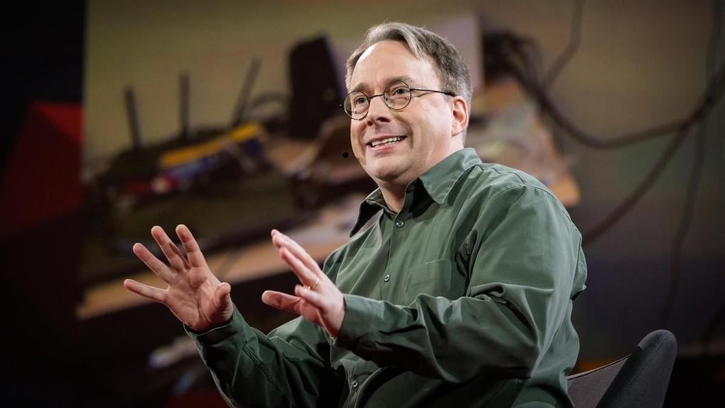 Linus Torvalds se disculpa por décadas de