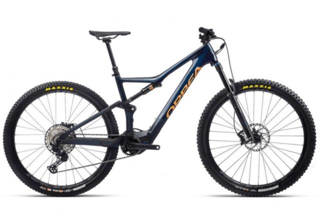 "Bicicleta eléctrica Orbea Rise M20 2021 con cubiertas Maxxis Dissector 2.40"" 60 TPI 3CMaxxTerra Exo TLR, ruedas Race Face AR 30c Tubeless Ready y cambio trasero Shimano SLX M7100 SGS Shadow Plus."