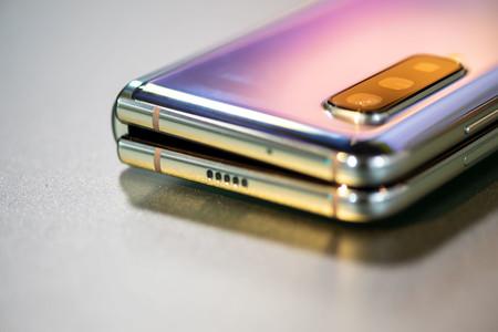 Samsung Galaxy Fold Cerrado 01