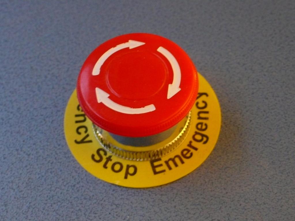 El presidente de Microsoft pide contar con 'botones de apagado de emergencia' para la inteligencia artificial