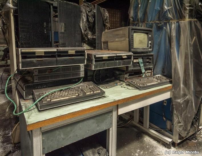 Cientos de ordenadores y demás tecnología soviética se acumula en un edificio abandonado: es todo un