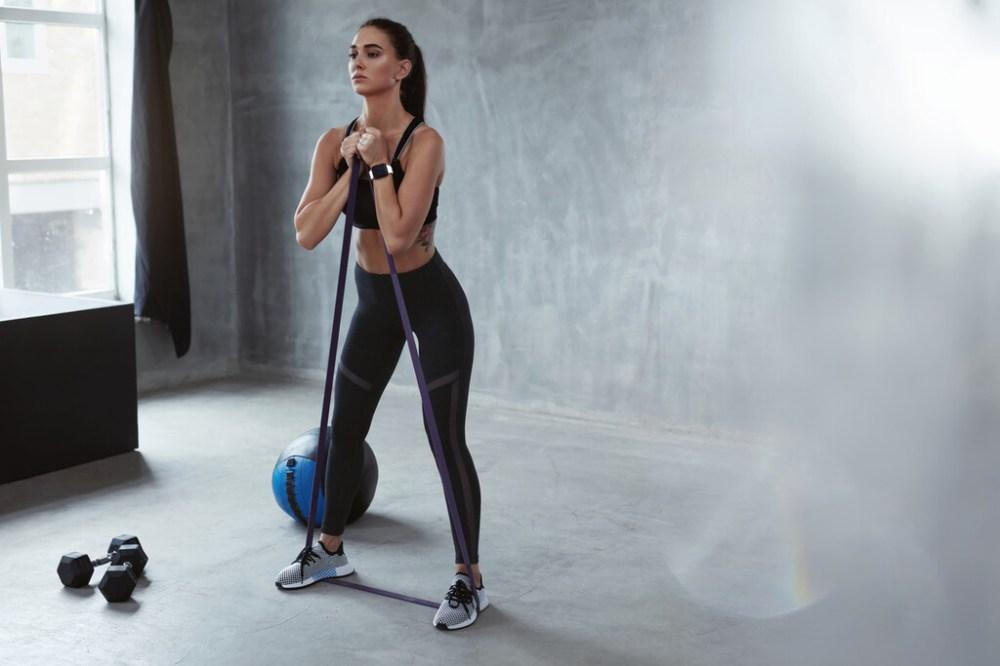 Un entrenamiento de fuerza para runners tan solo con una goma elástica