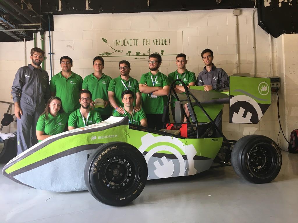 Los universitarios que han inventado un coche de carreras eléctrico desde cero