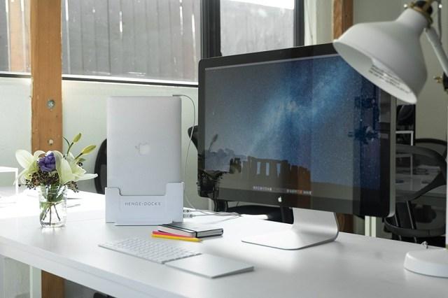 Con éste dock puedes esconder más facilmente los cables de tu portátil