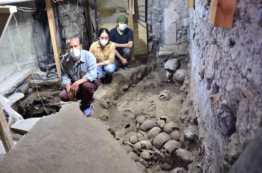 Arqueólogos del INAH encuentran 119 cráneos en CDMX dicen que son parte de altar a Huitzilopochtli