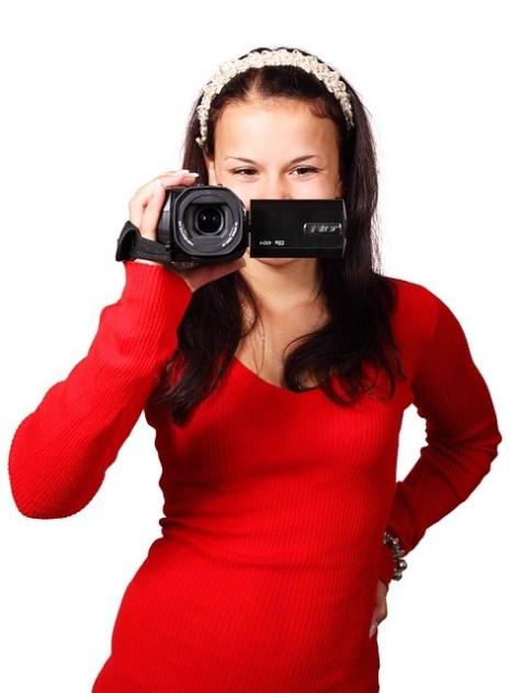 Chica con cámara.
