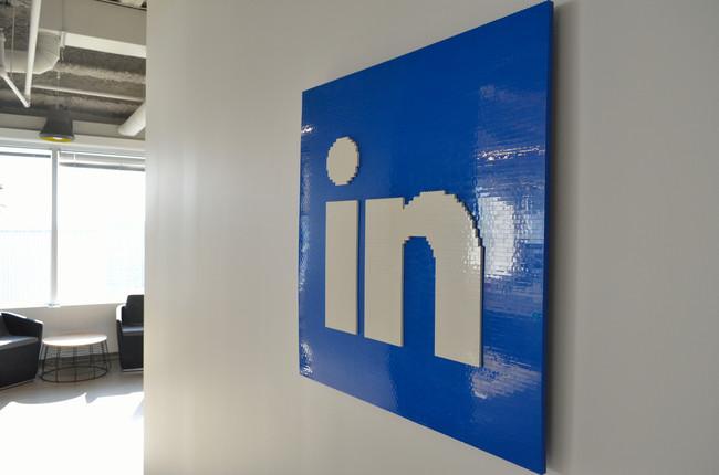 Logo de LinkedIn en unas oficinas