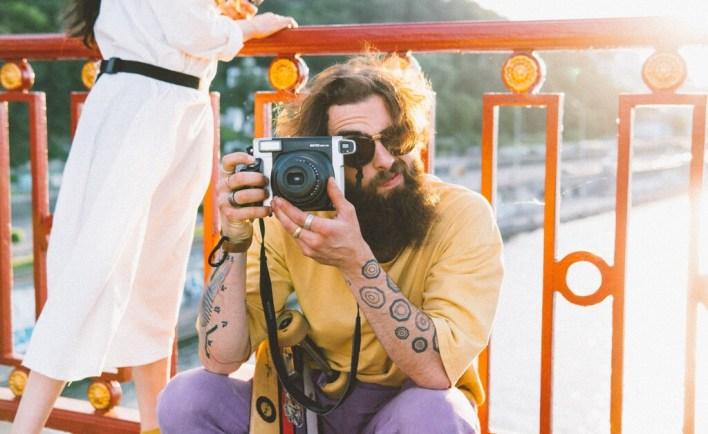 Hay vida más allá de las míticas Polaroid: qué cámara instantánea comprar con recomendaciones y 11 modelos destacados