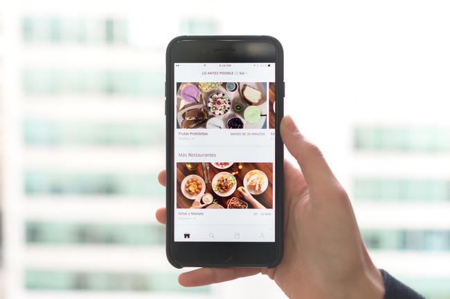 Aplicación de UberEATS en un teléfono
