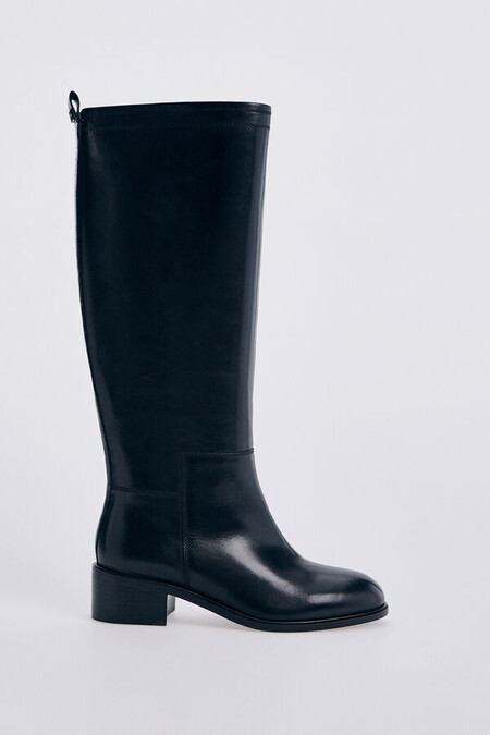 Equestrian leather boot