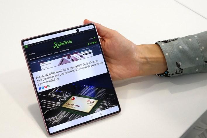 Samsung Galaxy Z Fold2 5G, primeras impresiones: así se sube la apuesta para convencernos de que los móviles plegables van a quedarse