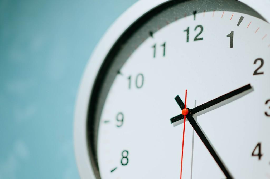 El Parlamento Europeo aprueba el fin del cambio horario en 2021: así se decidirá el futuro definitivo del polémico cambio de hora