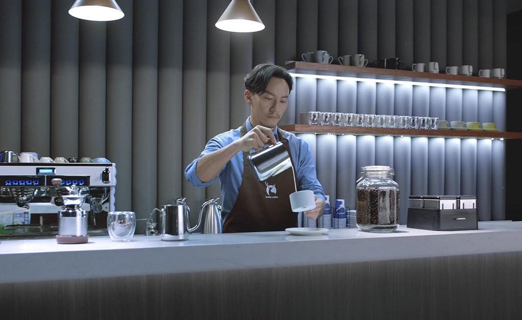 Luckin Coffee rivaliza con Starbucks, solo deja pagar con el movil y es el último