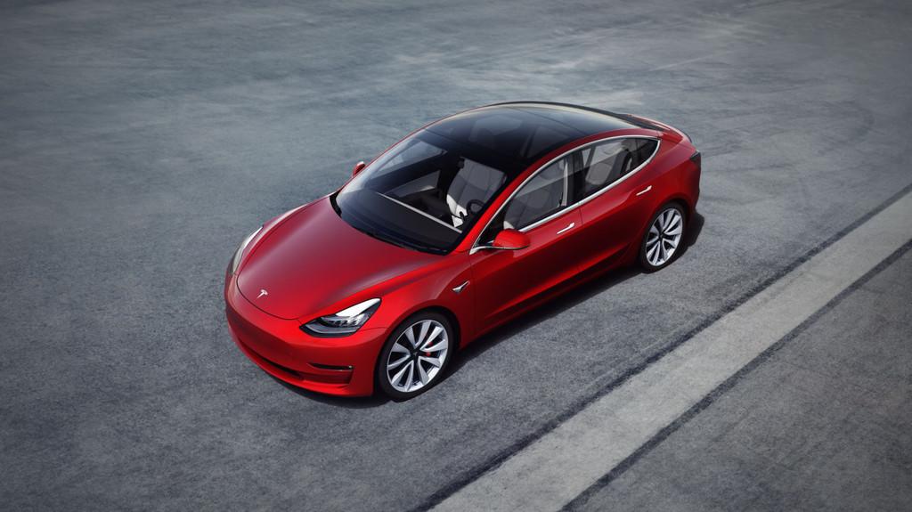 El Tesla Model 3 comenzará por fin a rodar por Europa a partir de febrero, pero sigue sin ser lo