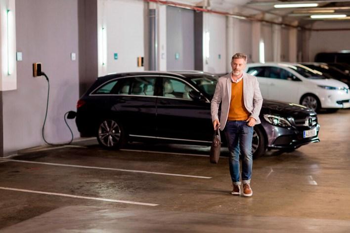 Cómo instalar un punto de recarga para vehículos eléctricos en el garaje (2020)