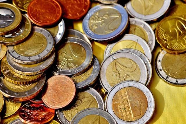 Hasta medio euro(EUR) por minuto: la CNMC se ofrece terminar con el abuso de los 902