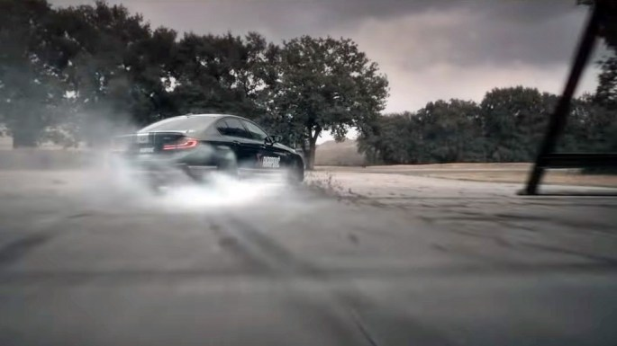 ¡Glorioso! Akrapovi? cabrea al BMW M5 y le da más potencia, menos peso y un sonido espectacular