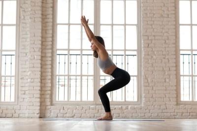 Piernas y glúteos en forma en casa: cinco ejercicios sencillos con barras y mancuernas