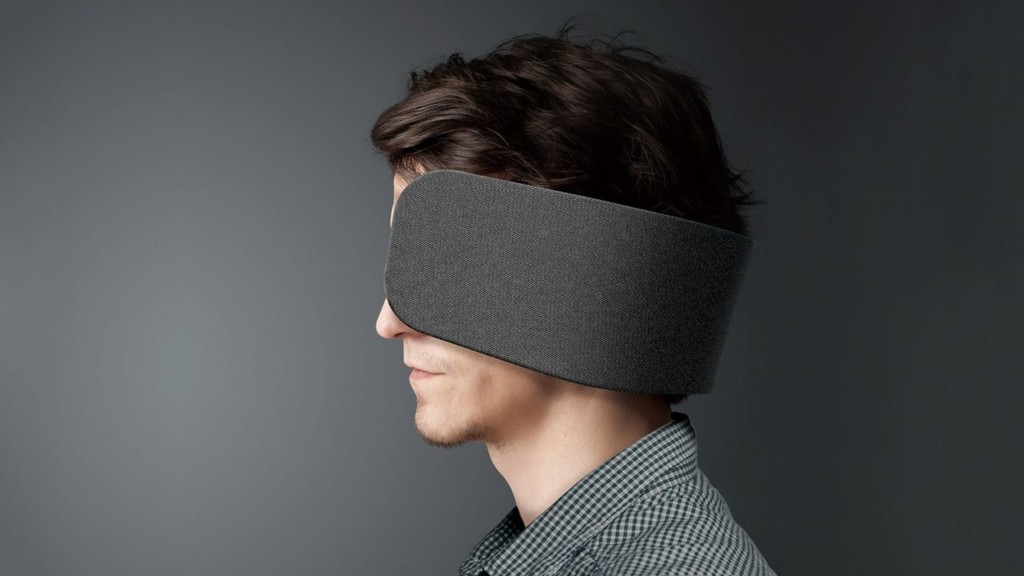 Panasonic dice tener la solucion perfecta para quienes se distraen sencillamente en la oficina: anteojeras para humanos