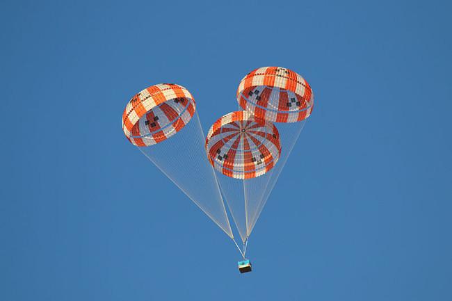 Permalink to Amazon tiene una patente para resolver un gran problema de la entrega con drones: paquetes en paracaídas