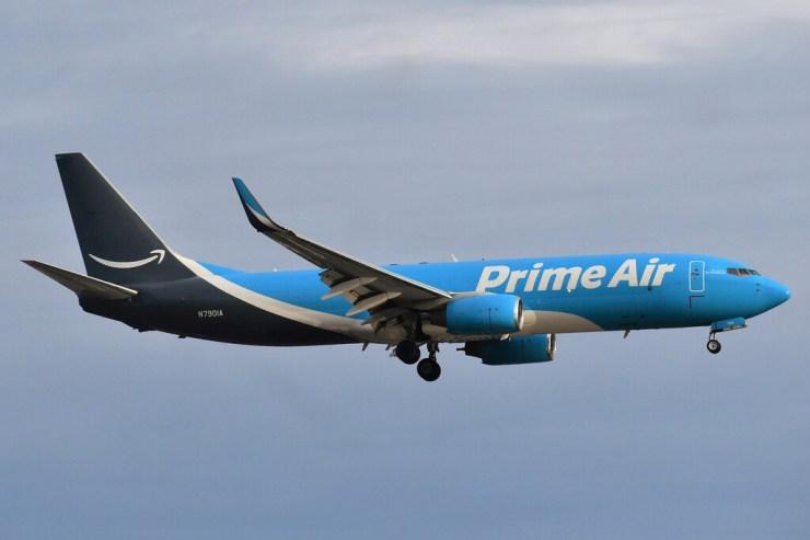 Amazon acaba de comprar, por primera vez, 11 aviones:  son para su ambicioso plan de repartir los paquetes con su propia flota