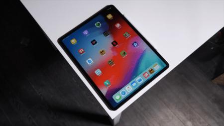 iPad sobre la mesa