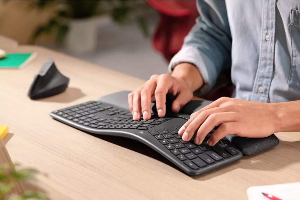 Para los amantes de los teclados ergonómicos, llega el nuevo teclado de Logitech y su pronunciada curvatura