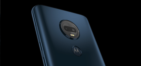 El Moto G7 Plus en color azul