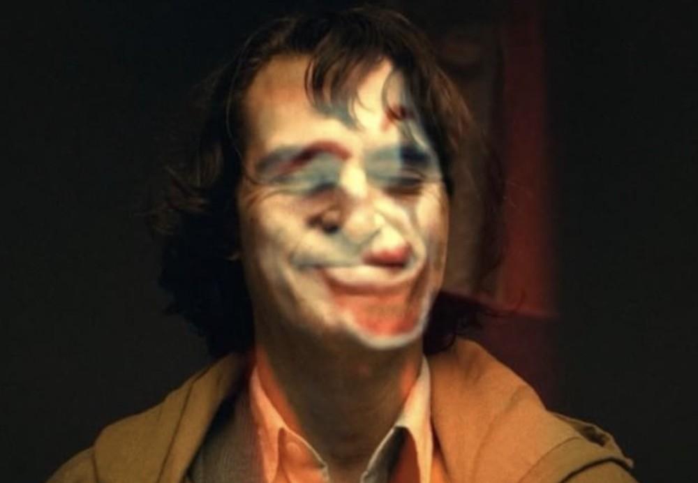 Permalink to Ya podemos ver a Joaquin Phoenix en la piel de el Joker… ¡con maquillaje y en vídeo!