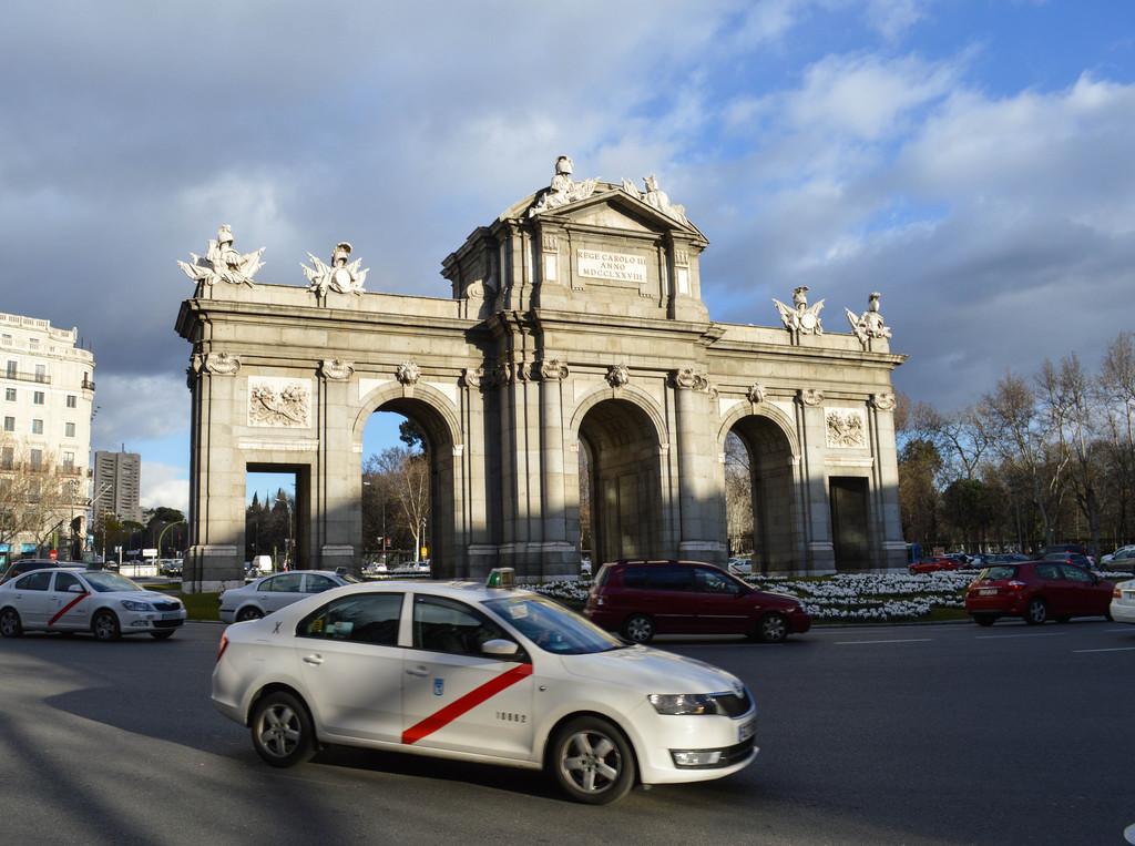 El taxi gana parcialmente: comunidades y ayuntamientos regularán las VTC en un plazo máximo de 4 años