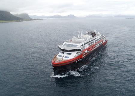 Noruega ha construido el primer crucero híbrido de la historia: una bestia de 140 metros que se impulsa con electricidad