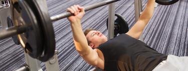 Spor salonunda eksiksiz bir egzersiz yapabileceğiniz dört egzersiz