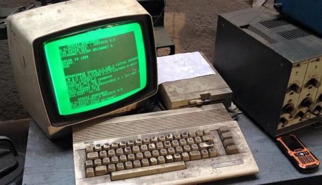 Este taller de coches no podría vivir sin su Commodore 64
