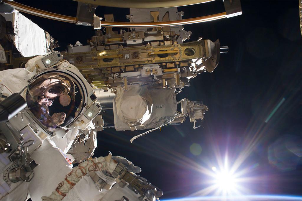 En el espacio la ropa sucia no se lava, se quema: en la Estación Espacial Internacional ser calzoncillo tiene un destino incierto