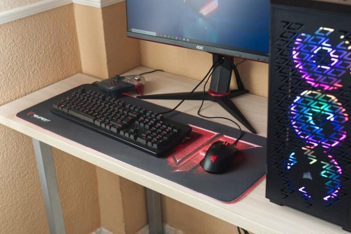 Como jugador de PC, pocos accesorios me han resultado tan útiles como una alfombrilla XXL