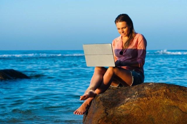 Internet en tu 2.ª residencia: las mejores opciones para conectarse en vacaciones, y tarifas sin permanencia