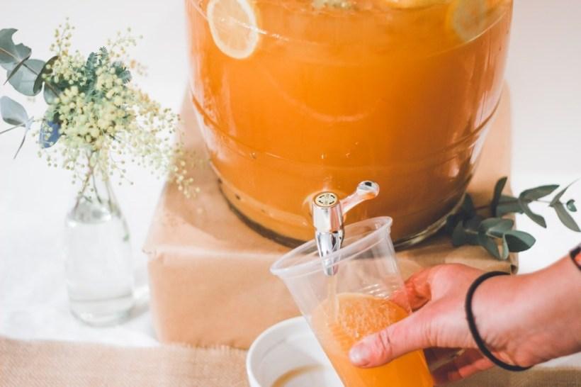 Un zumo no es mejor que una fruta entera, ni siquiera justificándolo con flavolonas y carotenos