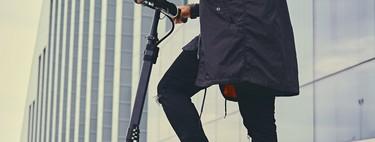 La DGT multará con hasta 1.000 euros por conducir el patinete eléctrico mirando el móvil, con auriculares o bebido