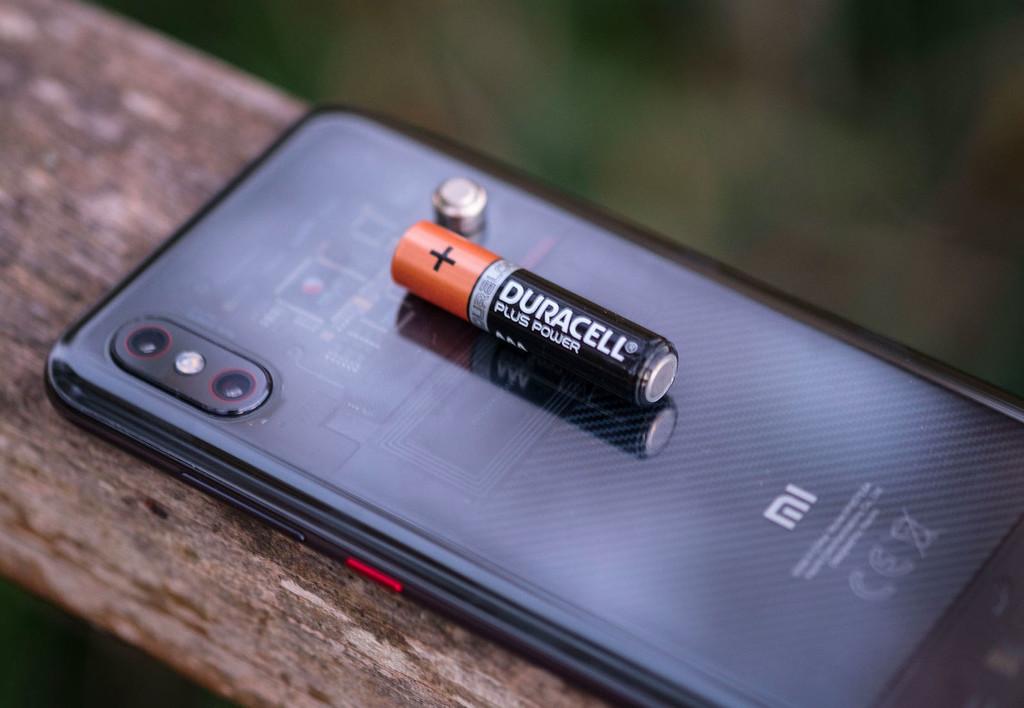 Xiaomi presume de la carga completa en 17 minutos de una batería de 4.000 mAh con Super Charge Turbo, su propia tecnología