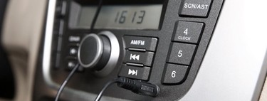 Conecta la radio de tu viejo coche con tu móvil usando un receptor Bluetooth: consejos de compra y modelos destacados
