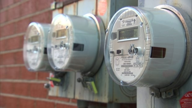 The Union des Consommateurs says Hydro-Québec's new smart meters make it easier for the utility to cut power to its clients.