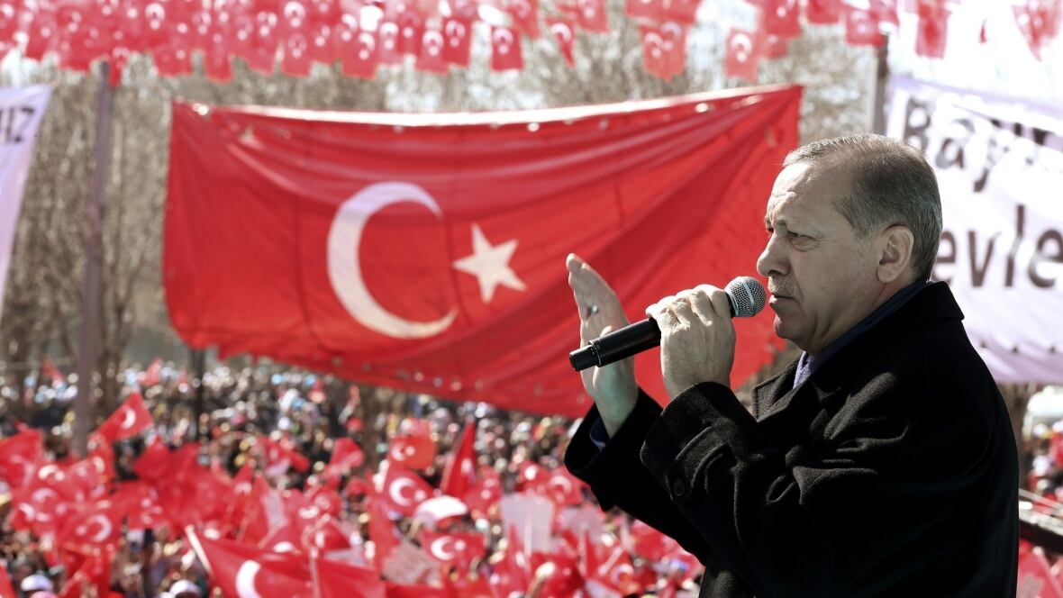 Turkish PM launches yes campaign over Erdogan powers