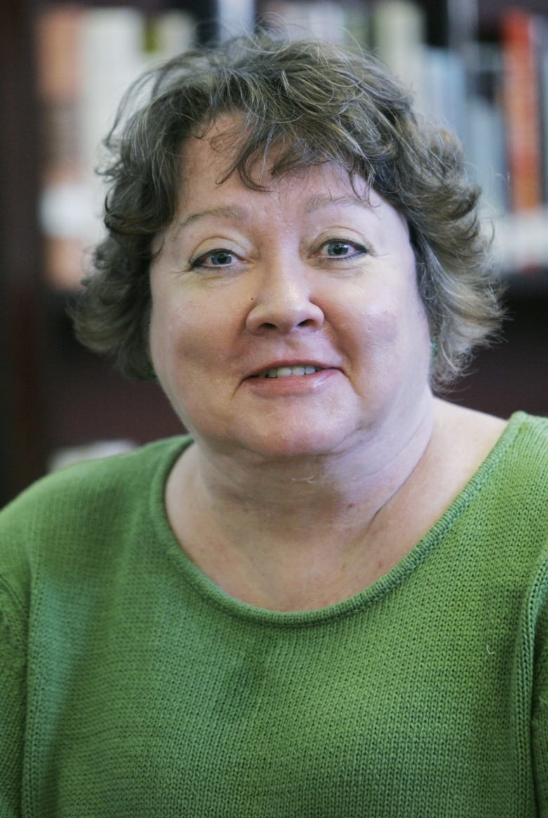 S. E. Hinton : hinton, ENCORE:, Hinton's, Outsiders, Continues, Speak, Years, Later, Radio