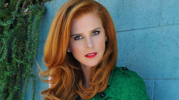 6 Lessons In Confidence With Suits Star Sarah Rafferty