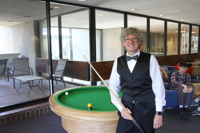 University Of Waterloo Brings First Circular Pool Table To Math - Circular pool table