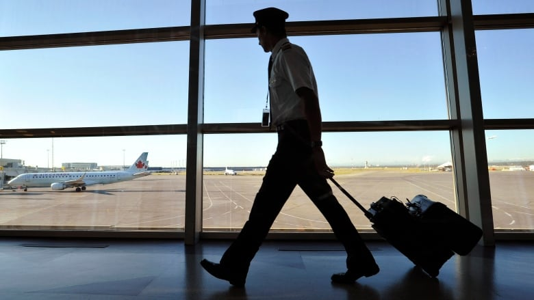 Air Canada union says cabin crews should be self-isolating ...
