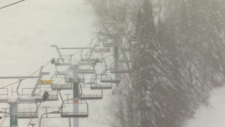 chair lift accident oak spindle back dining chairs news girl 15 dies after jumping from quebec ski the at around 9 p m year old and her friend deliberately jumped off chairlift before getting to top in order access an track