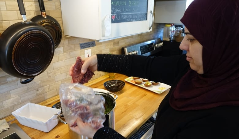 Syrian Women Cook Tastes from Home for Arab Mother's Day