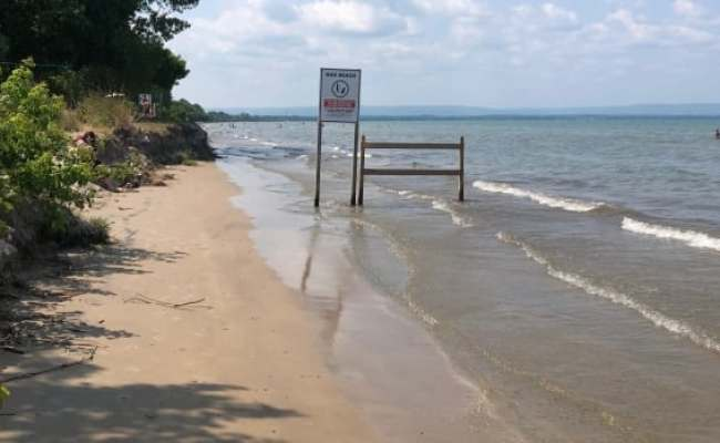 Wasaga Beach Businesses Concerned High Water Levels Eroding Local Economy Cbc News
